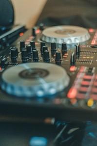 dj-konsola